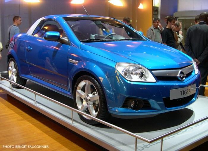 Opel Tigra Twintop au Mondial de l'Automobile 2004