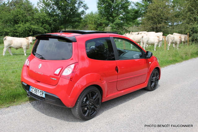essai la renault twingo rs revient avec un plumage au. Black Bedroom Furniture Sets. Home Design Ideas