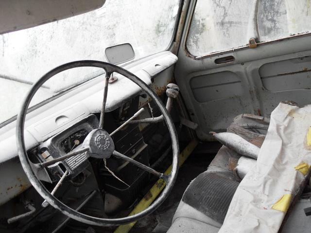 Reportage k vin masson va sortir de l oubli l unique for Renault 9 interieur