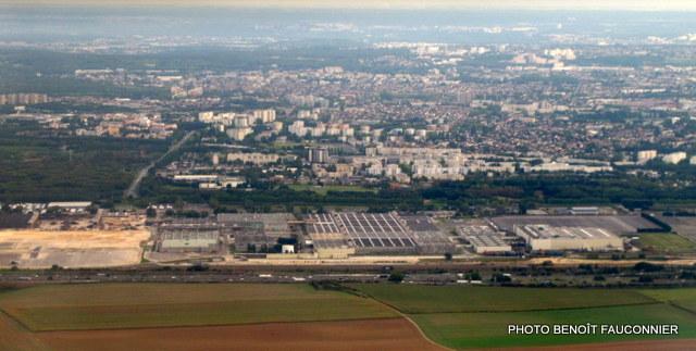 Vu du cielà vingt kilom u00e8tres du Mondial de l u2019Automobile, on détruit une (ex) usine automobile  # Mondial Relay Aulnay Sous Bois