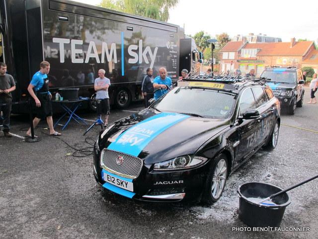Jaguar XF Sportbrake Team Sky (16)
