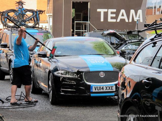 Jaguar XF Sportbrake Team Sky (3)
