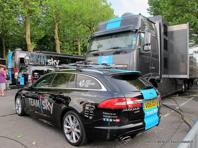 tour de france 2015 les jaguar de team sky font leur toilette noeux les mines quatre. Black Bedroom Furniture Sets. Home Design Ideas