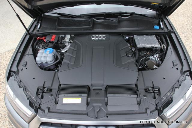 Audi Q7 30 V6 TDI S Line (30)