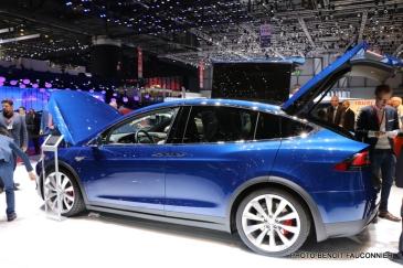 Salon de Genève 2016 - Tesla Model X (3)