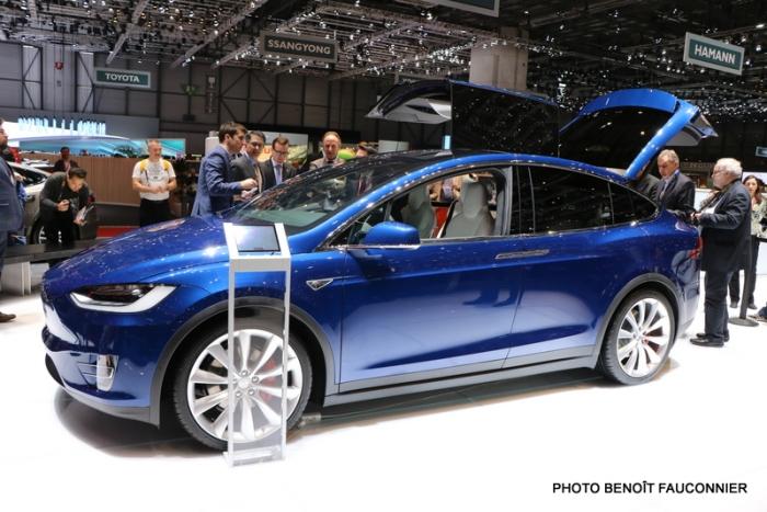 Salon de Genève 2016 - Tesla Model X (4)